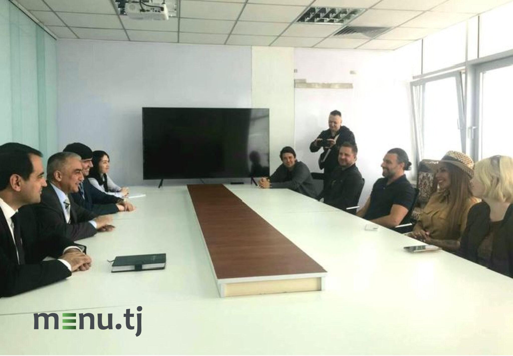 творческая группа программы «Поедем, поедим!» телеканала НТВ и Комитет по развитию туризма Таджикистана