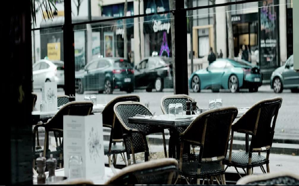 Ресторан в Париже